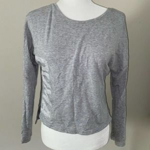Puma women's long sleeve v-neck top size Xsmall